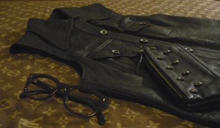 andrea beck gilet pelle nero portafoglio teschi occhiali vintage